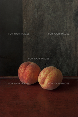 桃のある静物の写真素材 [FYI01168182]