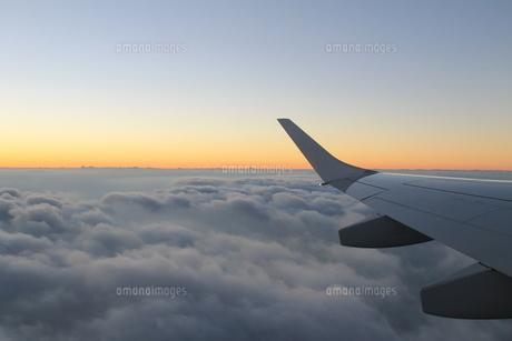 朝日のフライトの写真素材 [FYI01168288]