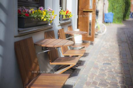 路地 路地素材 街並み 古い街並み 石畳 海外 欧州 ヨーロッパ バルト三国 リガ ラトビアの写真素材 [FYI01168398]