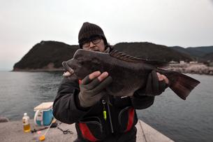 和歌山湾でコブダイを釣るの写真素材 [FYI01168458]