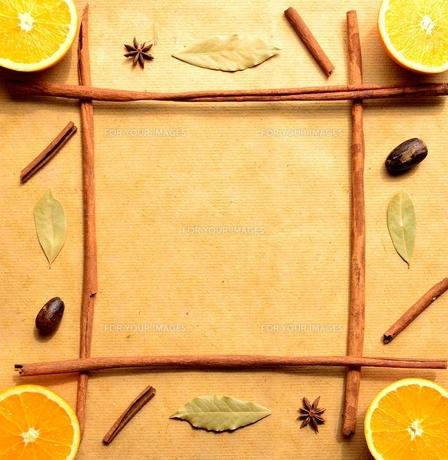 オレンジとスパイスのフレームの写真素材 [FYI01168644]