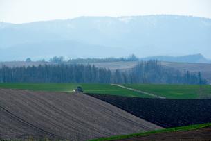 春の農作業の写真素材 [FYI01168872]