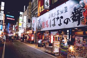 夜の新宿3の写真素材 [FYI01168923]