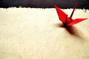 赤い折鶴の写真素材 [FYI01168972]