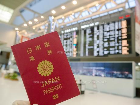 空港 フライトスケジュール パスポートの写真素材 [FYI01169945]