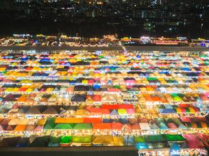 タイ ナイトマーケットの写真素材 [FYI01169954]