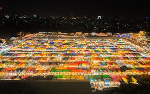 タイ ナイトマーケットの写真素材 [FYI01169955]