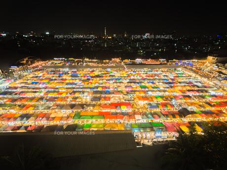 タイ ナイトマーケットの写真素材 [FYI01169956]