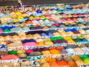 タイ ナイトマーケットの写真素材 [FYI01169958]