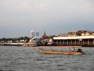 タイ 船 チャオプラヤ川の写真素材 [FYI01170010]