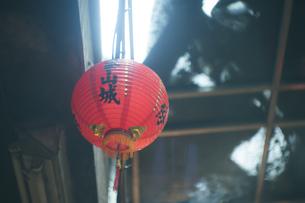 風景 屋外 素材 路地 提灯 海外 アジア 台湾 九份 旅 トラベルの写真素材 [FYI01170036]