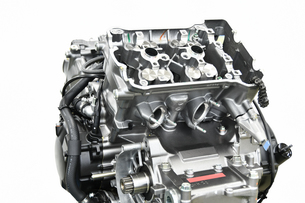 V型エンジンの分解修理の写真素材 [FYI01170717]