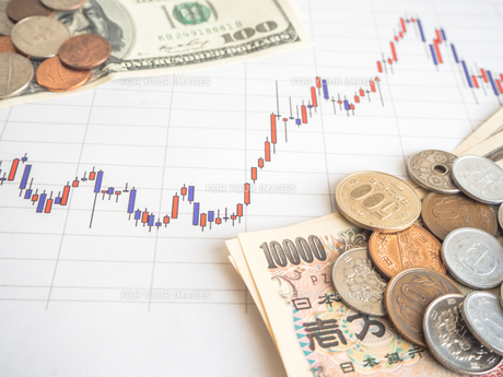 お金 投資 株価チャートの写真素材 [FYI01172341]