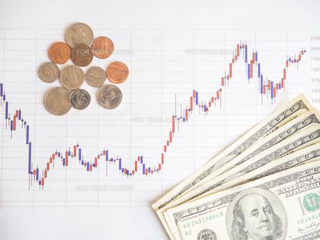 お金 投資 株価チャートの写真素材 [FYI01172344]