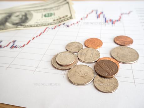 お金 投資 株価チャートの写真素材 [FYI01172349]