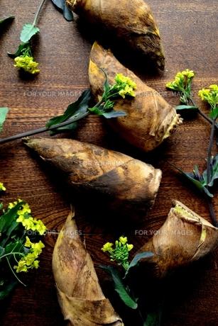 筍と菜の花の写真素材 [FYI01172448]