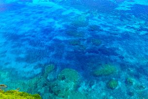 真夏の宮古島、三角点から見た風景の写真素材 [FYI01172613]