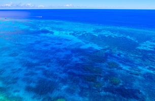 真夏の宮古島、三角点から見た風景の写真素材 [FYI01172615]