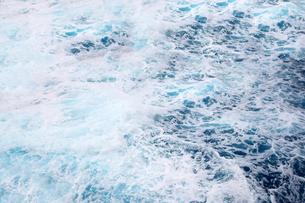 沖縄残波岬と海面の写真素材 [FYI01172731]