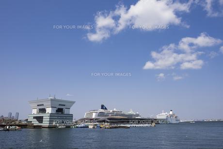 陽春の横浜港の写真素材 [FYI01173125]