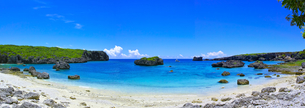 真夏の宮古島、中の島ビーチの景観(パノラマ)の写真素材 [FYI01173128]