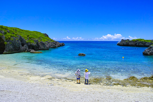 真夏の宮古島、中の島ビーチの景観の写真素材 [FYI01173135]