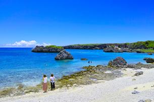 真夏の宮古島、中の島ビーチの景観の写真素材 [FYI01173137]