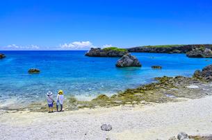 真夏の宮古島、中の島ビーチの景観の写真素材 [FYI01173139]