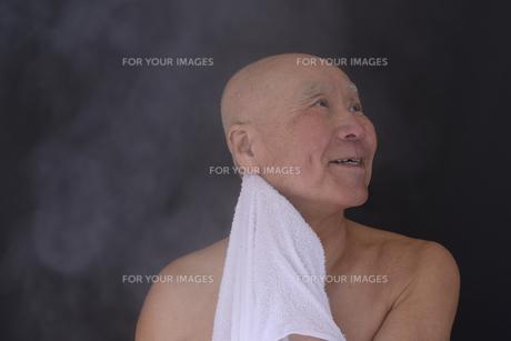 シニア入浴のイメージの写真素材 [FYI01173405]