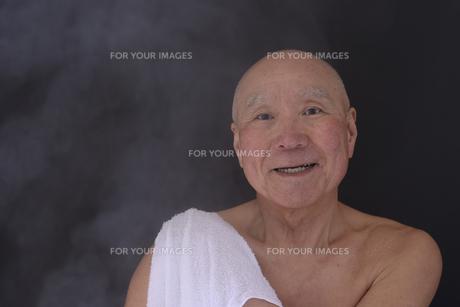 シニア入浴のイメージの写真素材 [FYI01173406]