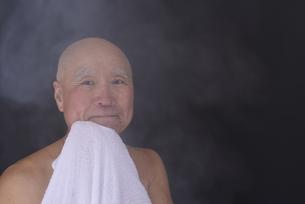 シニア入浴のイメージの写真素材 [FYI01173411]