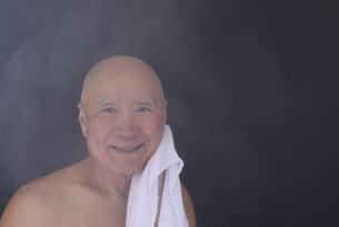 シニア入浴のイメージの写真素材 [FYI01173412]