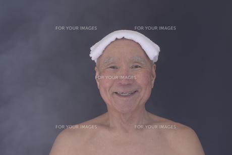 シニア入浴のイメージの写真素材 [FYI01173414]