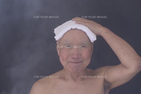 シニア入浴のイメージの写真素材 [FYI01173416]