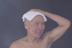 シニア入浴のイメージの写真素材 [FYI01173420]