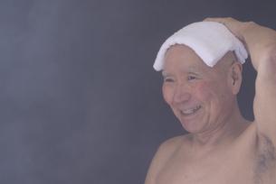 シニア入浴のイメージの写真素材 [FYI01173421]