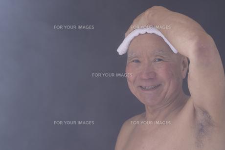 シニア入浴のイメージの写真素材 [FYI01173424]