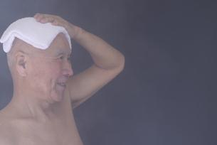 シニア入浴のイメージの写真素材 [FYI01173425]