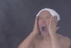 シニア入浴のイメージの写真素材 [FYI01173430]