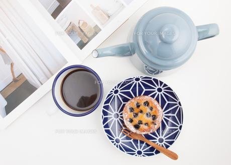 コーヒーとパンの写真素材 [FYI01174238]