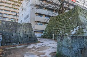 秋の福井城跡の山里口御門跡の風景の写真素材 [FYI01174904]