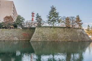 秋の福井城跡の風景の写真素材 [FYI01174933]
