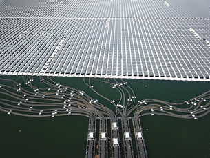 山倉ダムの水上発電の写真素材 [FYI01175255]