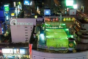 夜の渋谷駅前の写真素材 [FYI01175433]