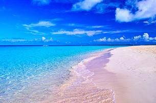 真夏の宮古島。与那覇前浜ビーチの写真素材 [FYI01175459]