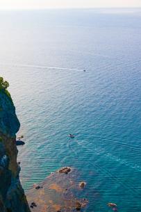 海とボートと水平線の写真素材 [FYI01175620]