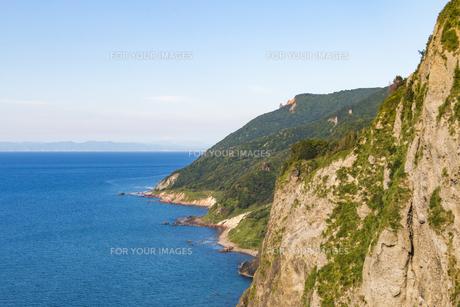 断崖絶壁の海岸線の写真素材 [FYI01175621]