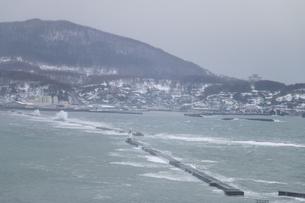 冬の荒れた日本海の写真素材 [FYI01175628]