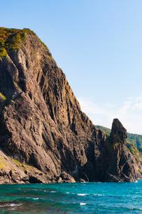 断崖絶壁の海岸 北海道神恵内村西の河原の写真素材 [FYI01175779]