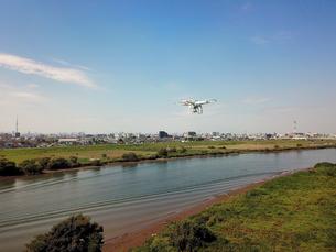 江戸川上空のドローンの写真素材 [FYI01175907]